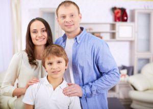 parents_couple_with_boy_kid_web